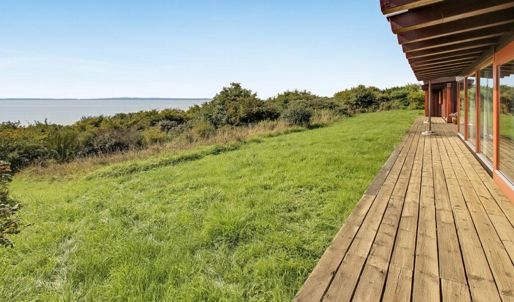 Fantastisk udsigt til salg på Mols, lækkert sommerhus, arkitekttegnet hus