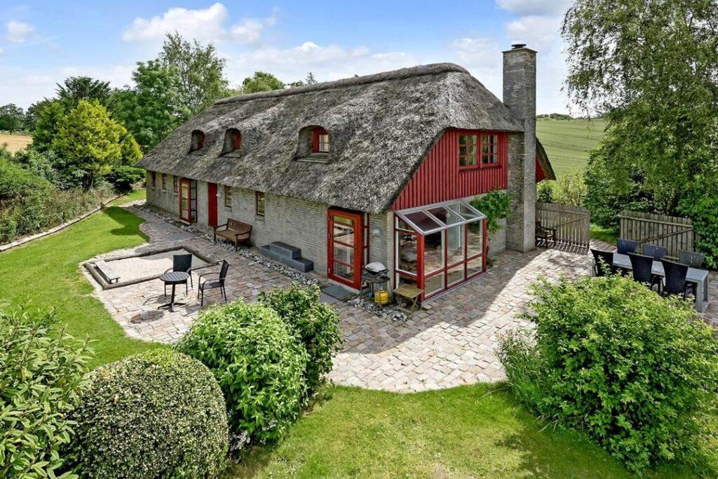 Lækkert hus med stråtag