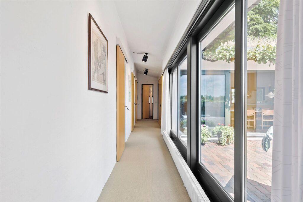 Lækkert arkitekttegnet hus i Herning, Gårdhus, glasgang, villa