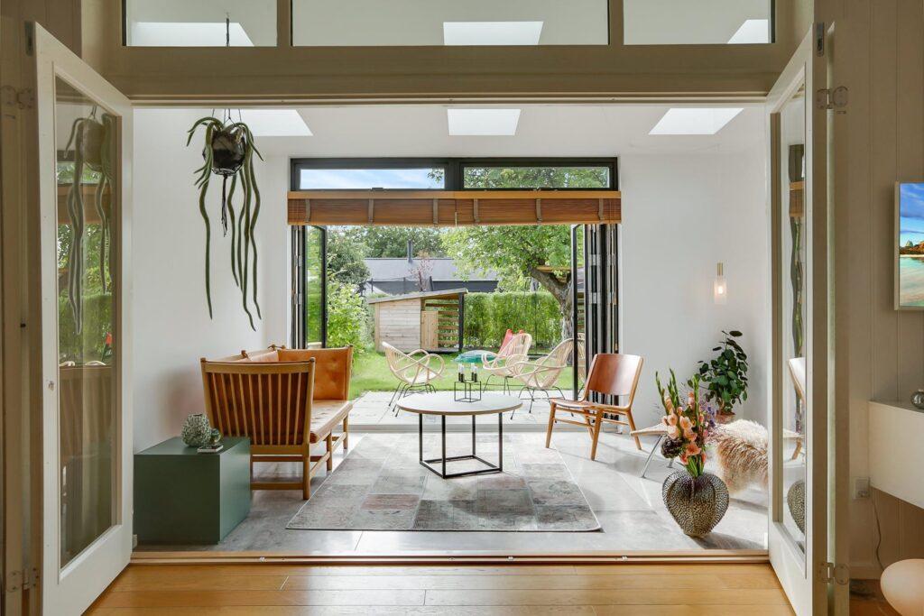 Lækker stue i kolonihavehus. Arkitekttegnet.