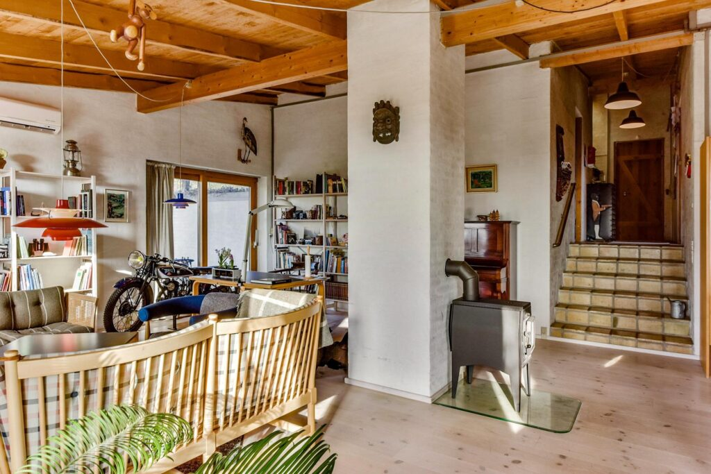rustik stue, motorcykel i stue, arkitektens stue