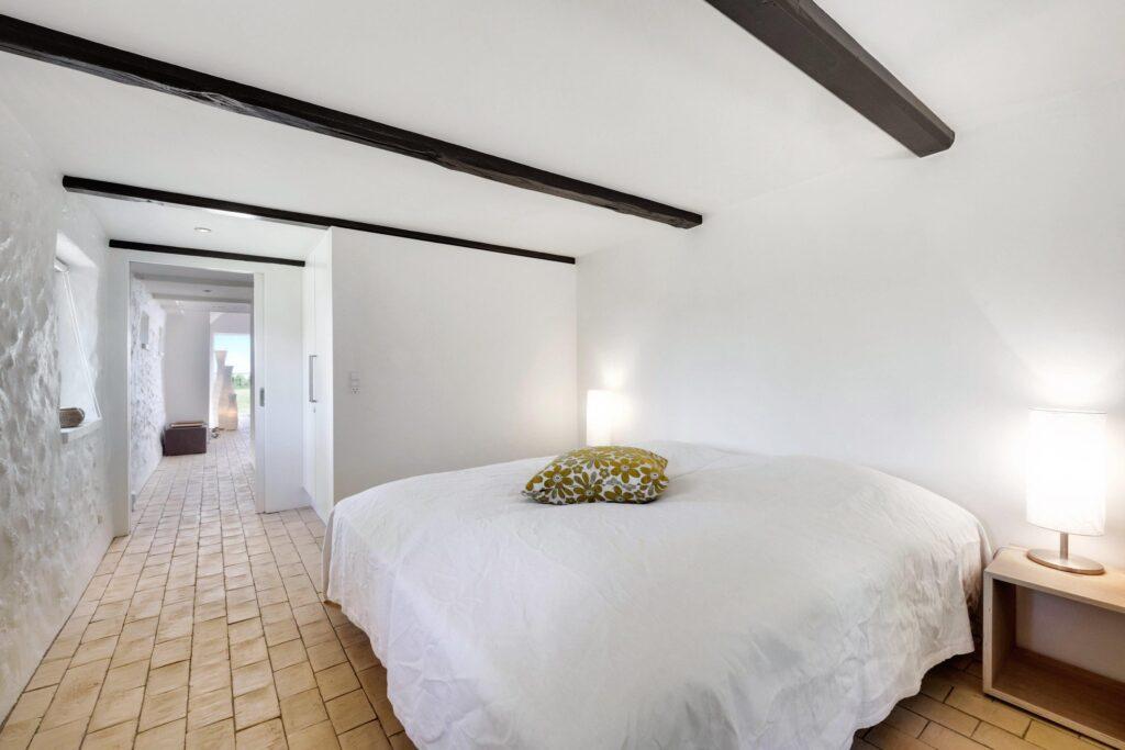 rustikt soverværelse, sommerhusstemning