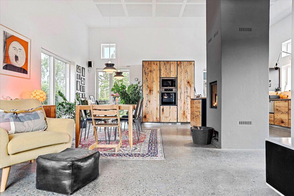 Køkken alrum med betongulv, Arkitekttegnet bolig i Norsminde til salg