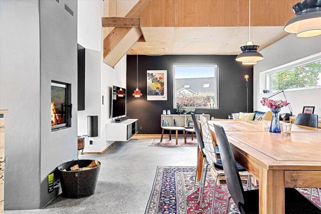 Lækker stue med betongulv, Arkitekttegnet bolig i Norsminde til salg