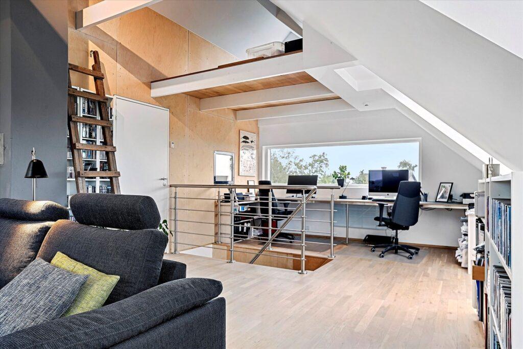 Lækkert hjemmekontor, Præmie bolig i Norsminde til salg. Arkitekttegnet bolig i Norsminde til salg
