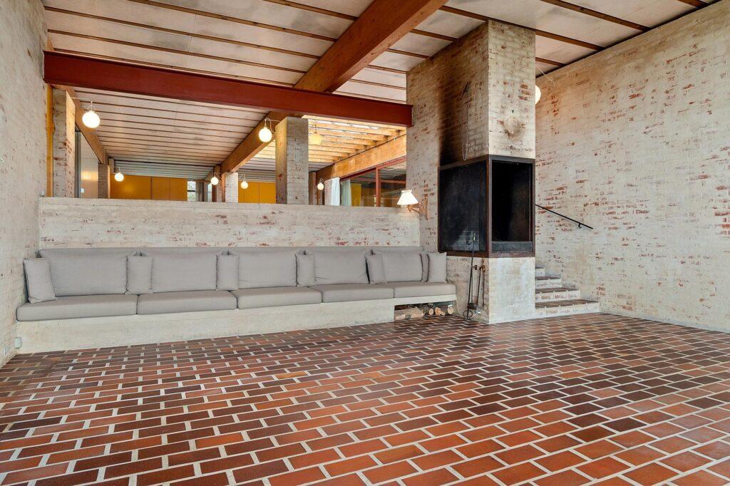 Bornebusch villa Hoff, Søllerød. Teglgulv, smukt rum, arkitekttegnet, pejsestue