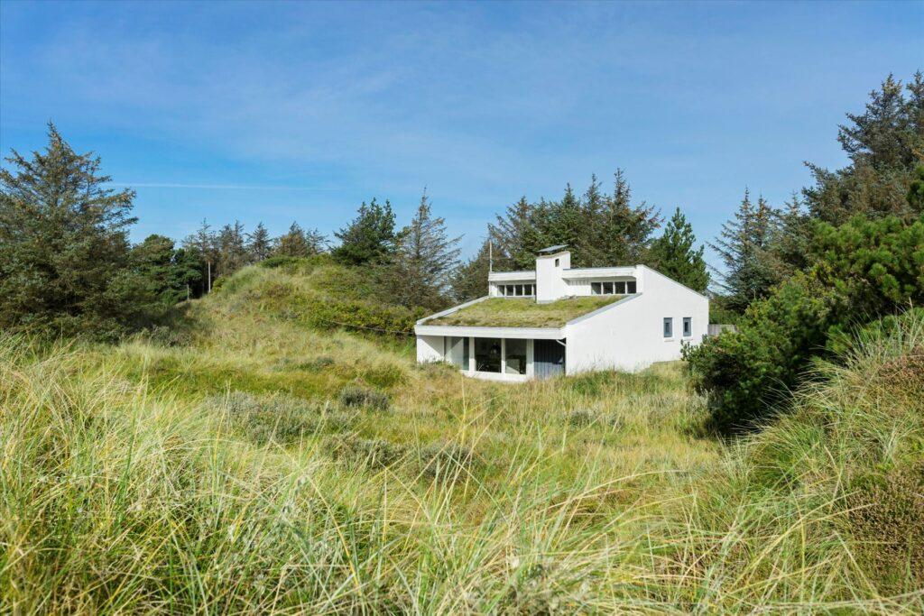 Arkitekttegnet sommerhus i Løkken, Sommerhus i smukt landskab