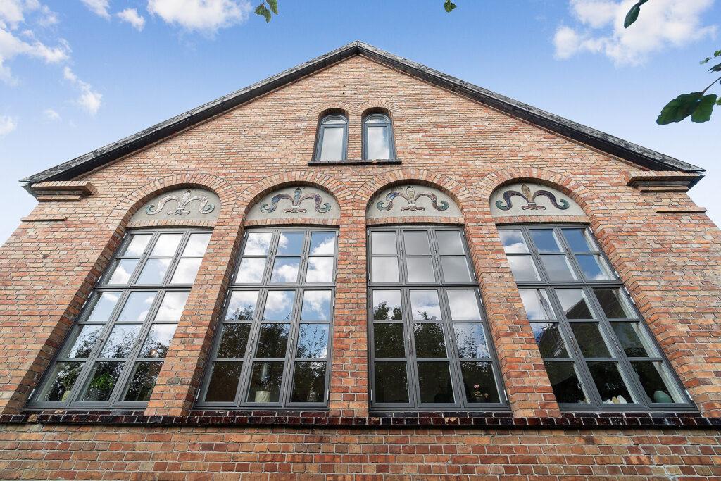 Gammel skole lavet om til lækker bolig, Bolig i gammel skole, Skole til salg.