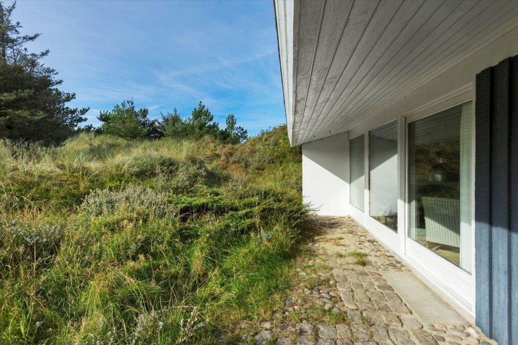 Arkitekttegnet sommerhus i Løkken, Sommerhus i smukt landskab. Til salg