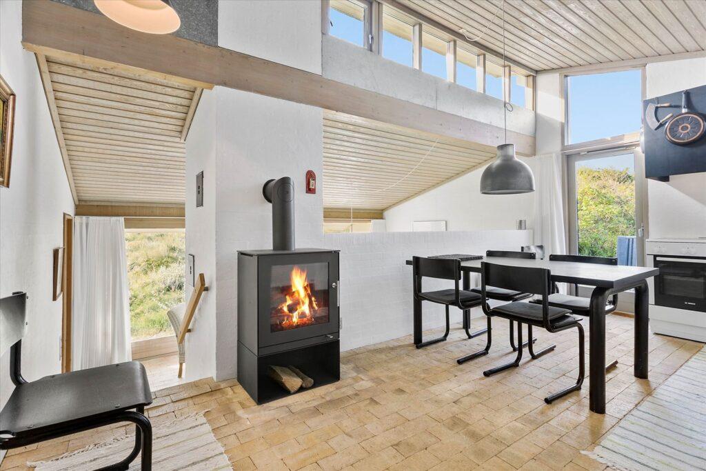 Arkitekttegnet sommerhus i Løkken, Ovenlys, teglstensgulv
