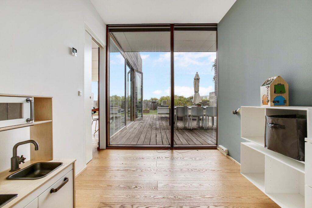 BIG arkitekter, BIG architects, Bjarke Ingels, lejlighed i Bjerget, værelse med terrasse