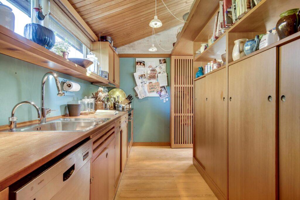 Børge Mogensen, Børge Mogensens hus i Gentofte til salg, køkken, Arkitekttegnet hus til salg