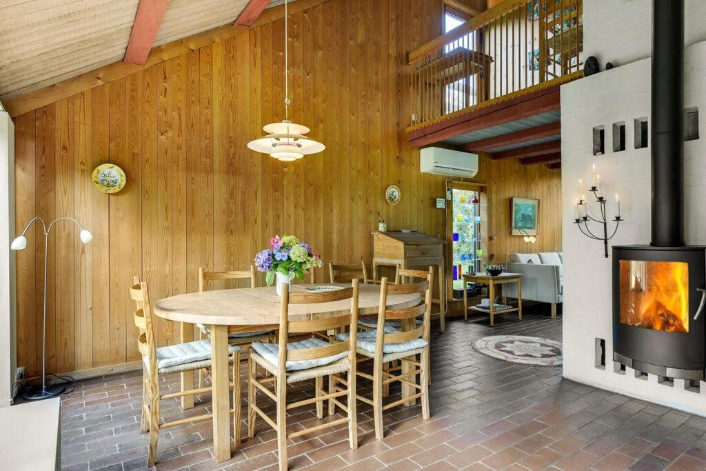Arkitekttegnet sommerhus til salg i Gilleleje. 60'er arkitektur. Sommerhus i træ. Arkitekttegnet sommerhus