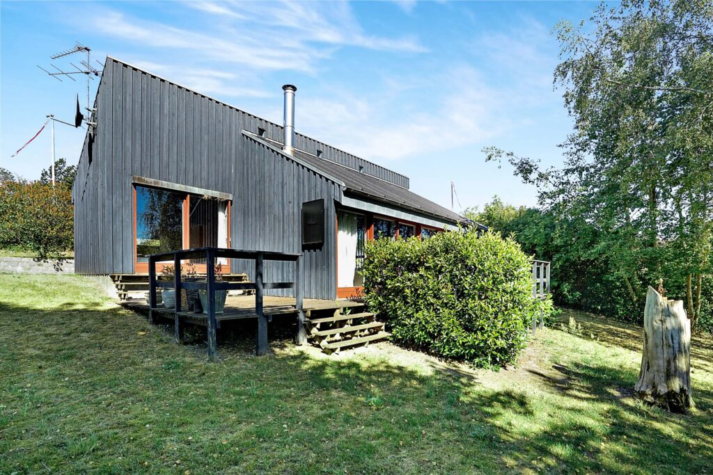 Arkitekttegnet sommerhus til salg i Ebeltoft, Arkitekttegnet fritidshus i træ