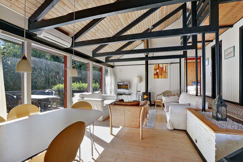 Stue med synlig konstruktion