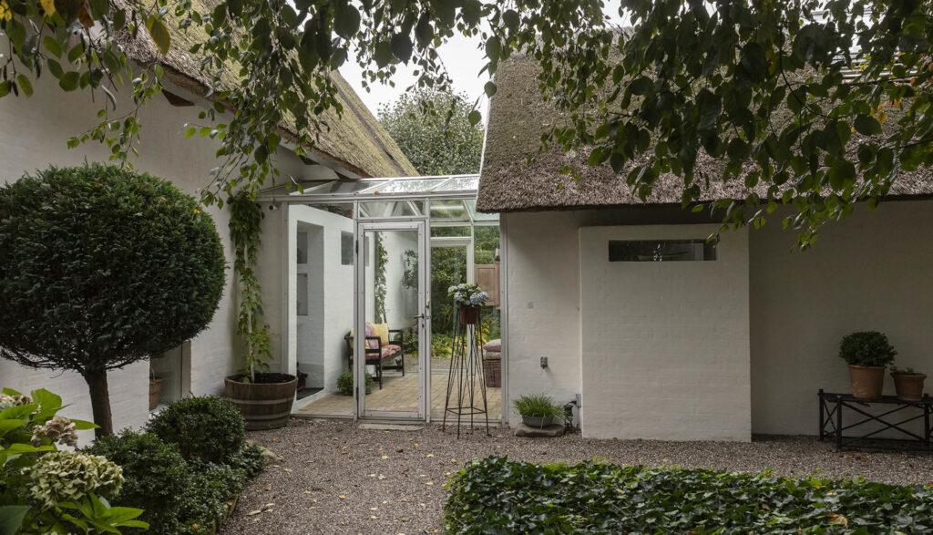 Niels Fagerholt arkitekttegnet villa i Rungsted. Stråtækt