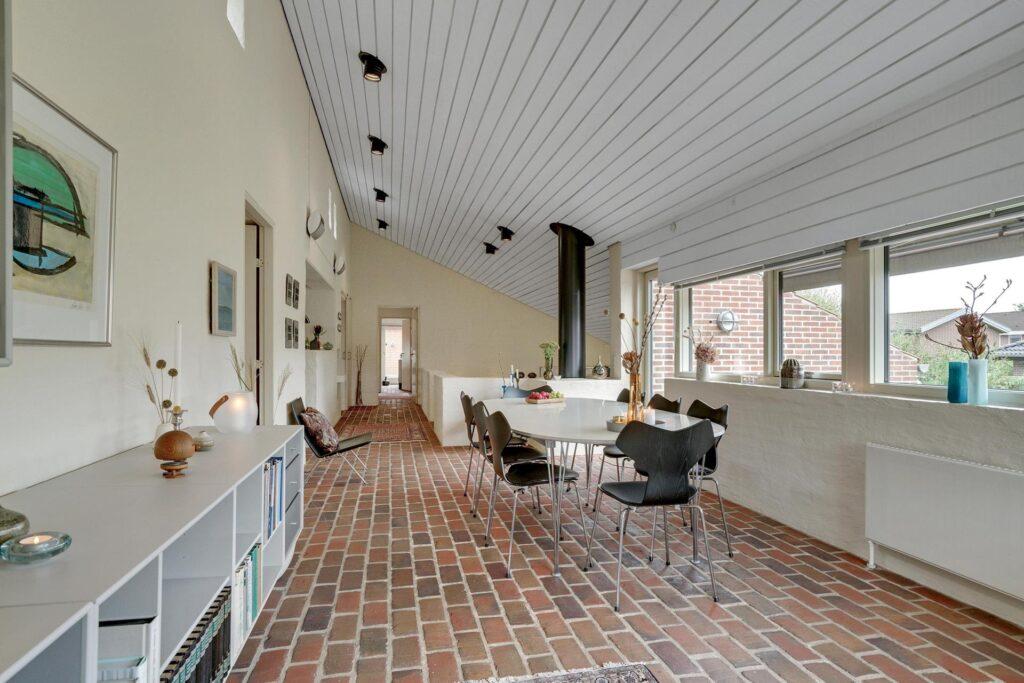 Gulvtegl, brutalisme, åben planløsning, arkitekttegnet hus