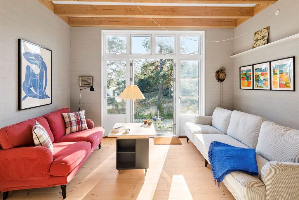 smuk stue med udsigt til landskab