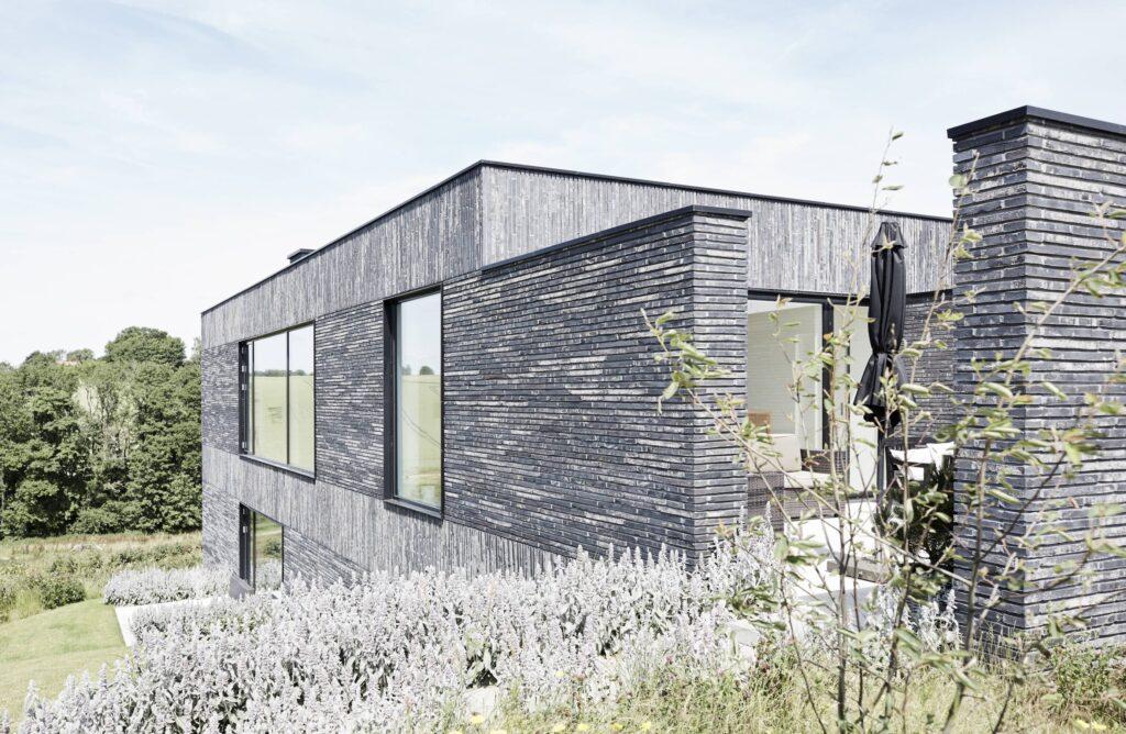 Kolumba tegl fra Petersen Tegl, Arkitekttegnet hus til salg, minimalistisk nybygget villa