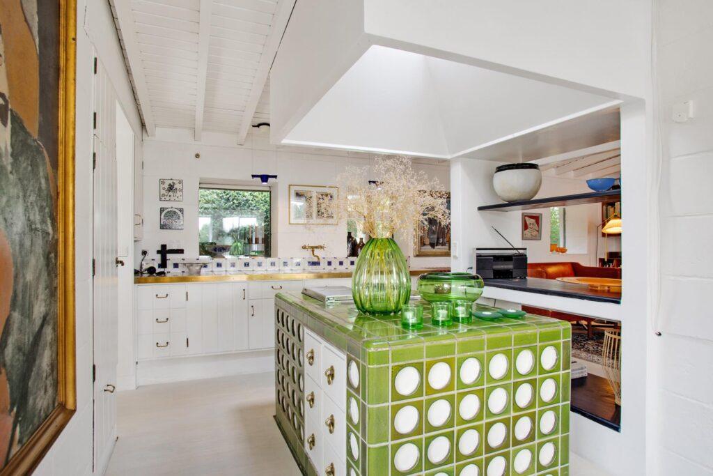 Mogens Lassen køkken, køkken med grønne fliser