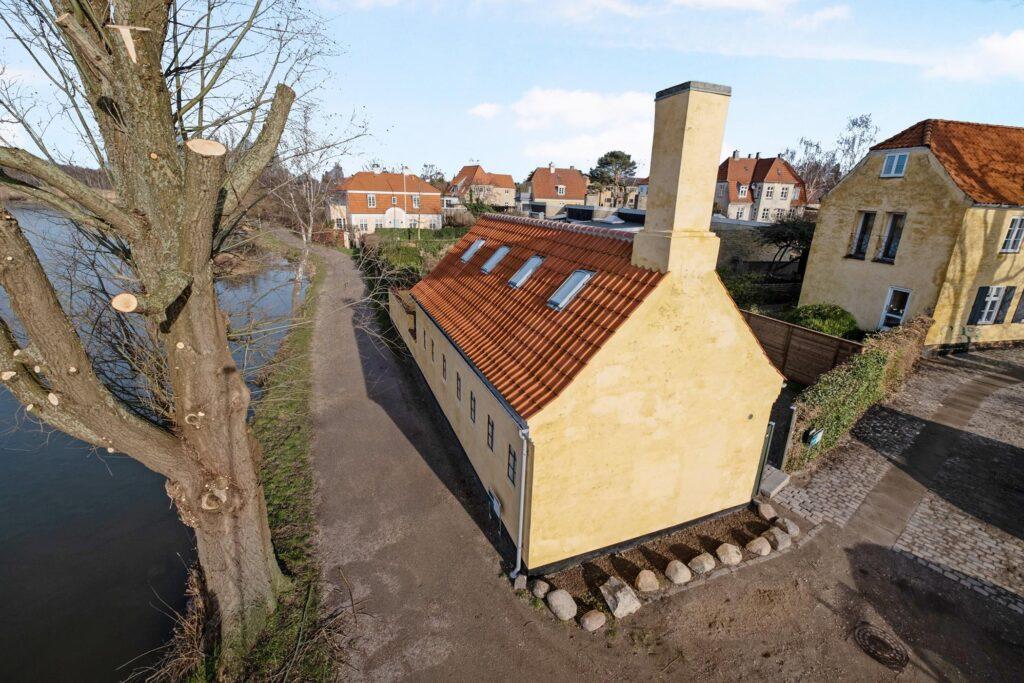 Historisk hus ved Gentofte Sø til salg, Idyllisk hus i gentofte. Renoveret historisk hus