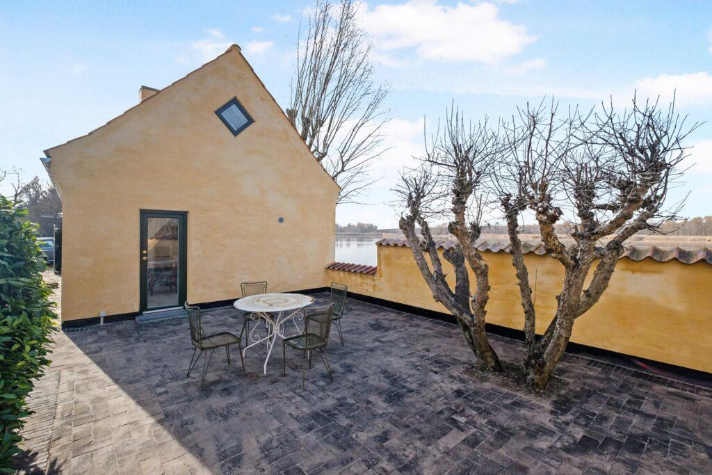 Historisk hus med udsigt over Gentofte Sø, Renoveret hus i Gentofte