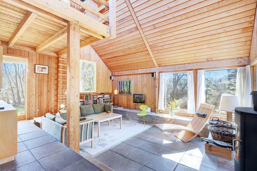 Arkitekttegnet fritidshus med betongulv, Råt sommerhus
