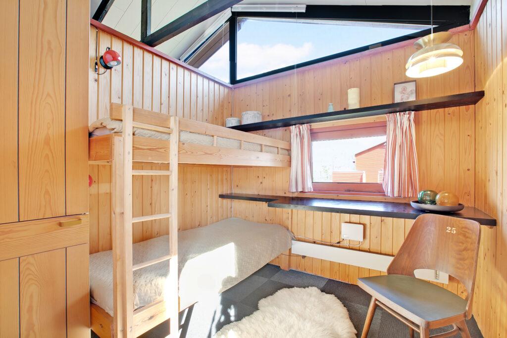 arkitekttegnet sommerhus med åben til kip