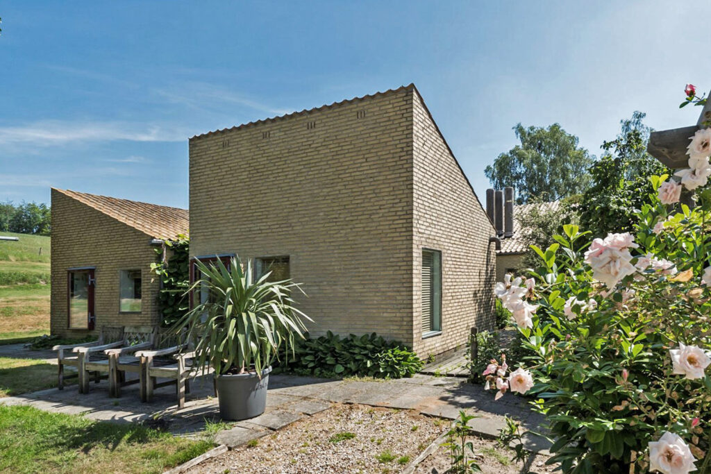 Arkitekttegnet hus, arkitekttegnet villa, atrium hus, gårdhave hus, Gule teglsten, ensidig taghældning