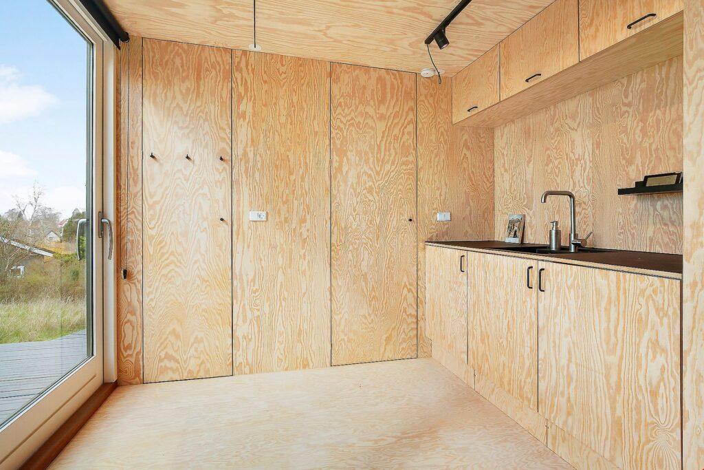 Interiør i Tiny House, Krydsfinér beklædning køkken