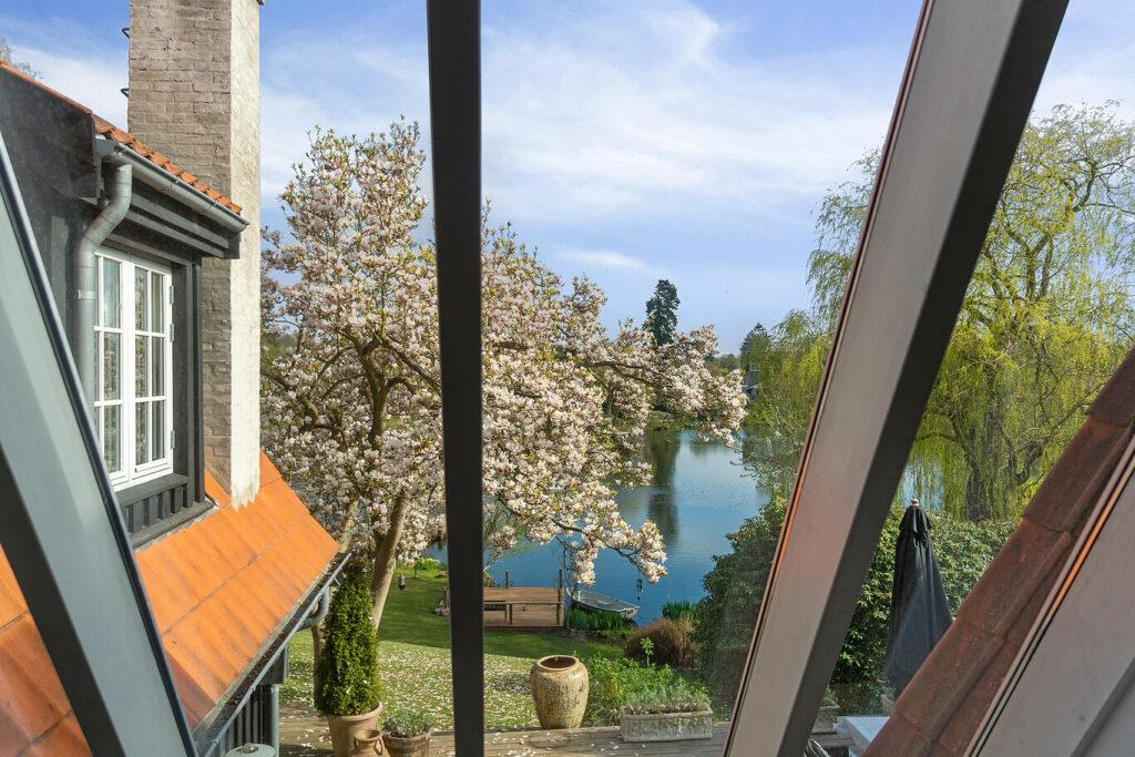Rudesø smuk udsigt i Holte, arkitekttegnet pittoresk villa