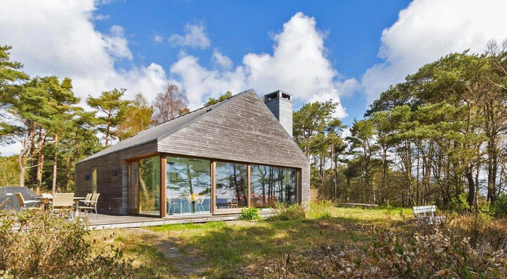Arkitekttegnet fritidshus på Bornholm, sommerhus tegnet af Henning Larsen Architects, Sommerhus i træ