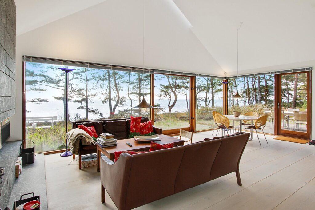 Arkitekttegnet fritidshus på Bornholm, sommerhus tegnet af Henning Larsen Architects, Stue med udsigt
