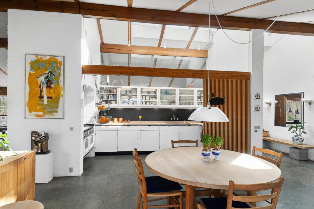 Køkken med ovenlys, arkitekttegnet hus
