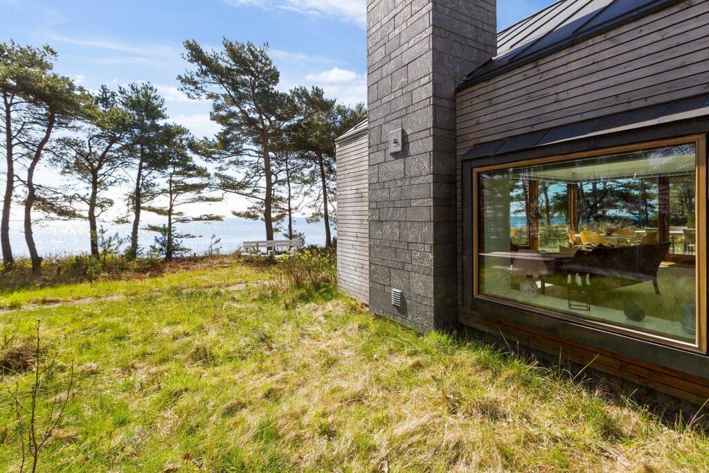 Arkitekttegnet fritidshus på Bornholm, sommerhus tegnet af Henning Larsen Architects,
