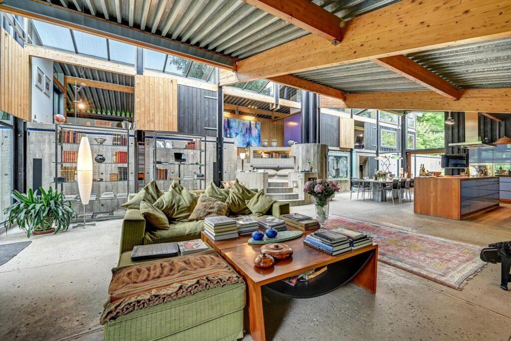 Arkitekt Svend Wichmann villa syd for Aarhus. Interiør fra fællesgården. 60'er arkitektur