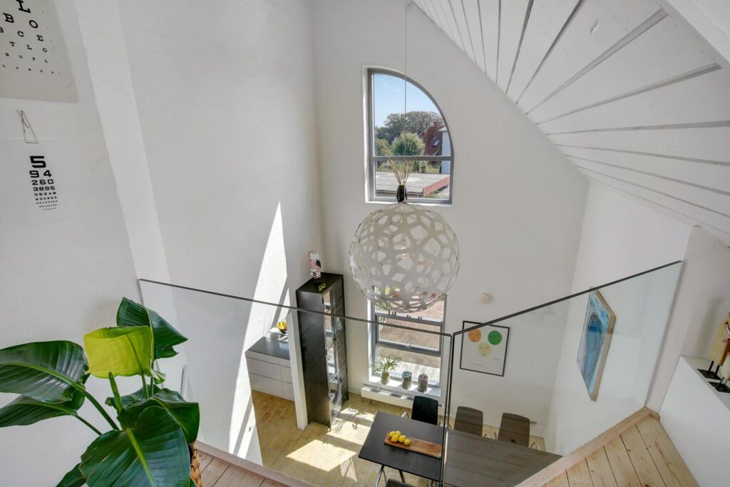 Dobbelthøjt rum i arkitekttegnet hus, Højt rum