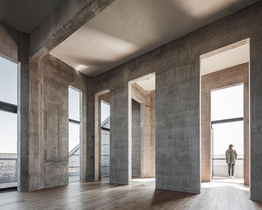 foto: Rasmus Hjortshøj - COAST, The Silo, COBE. Interiør med rå betonvægge