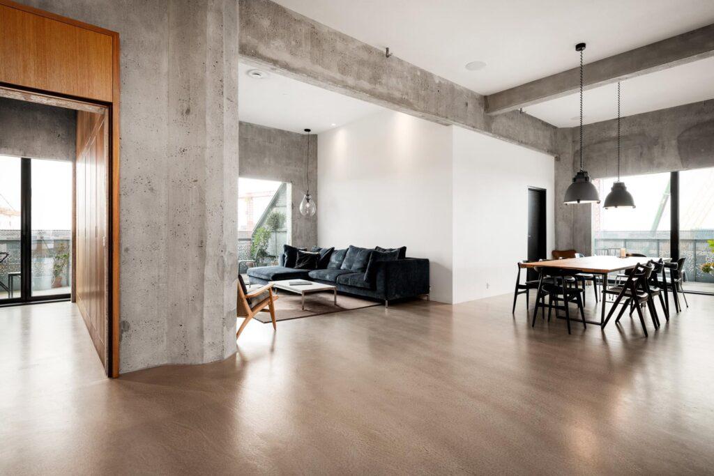 Stue i the Silo tegnet af COBE