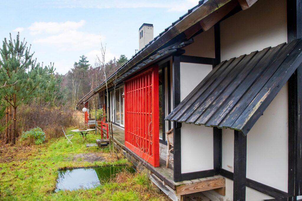 Japandi, fusion af dansk bondehus og japansk arkitektur, arkitekttegnet hus på Læsø