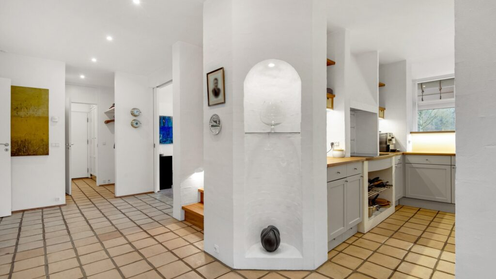 Lyst interiør i skovhytte, Arkitekttegnede huse, moderne landhus