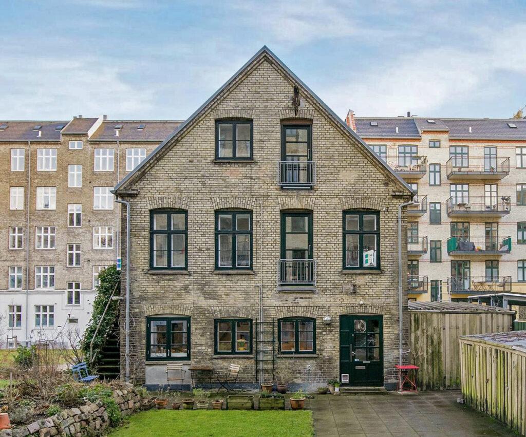 Byhus på Frederiskberg, Gammelt værksted blev til bolig