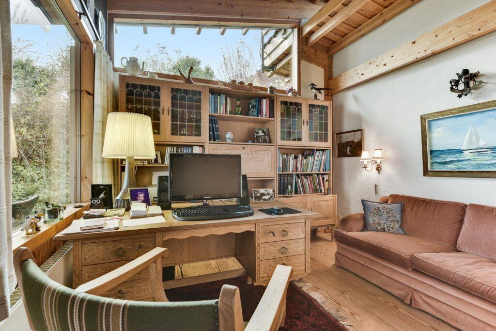 kontor i rustikt 80'er hus, Carla og Axel Jürgensen, arkitekttegnet villa