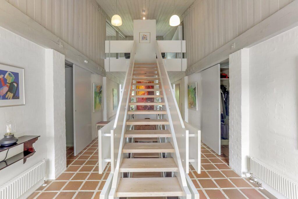 Skulpturel trappe, arkitekttegnet 70er villa, arkitekttegnet hus fra 70erne