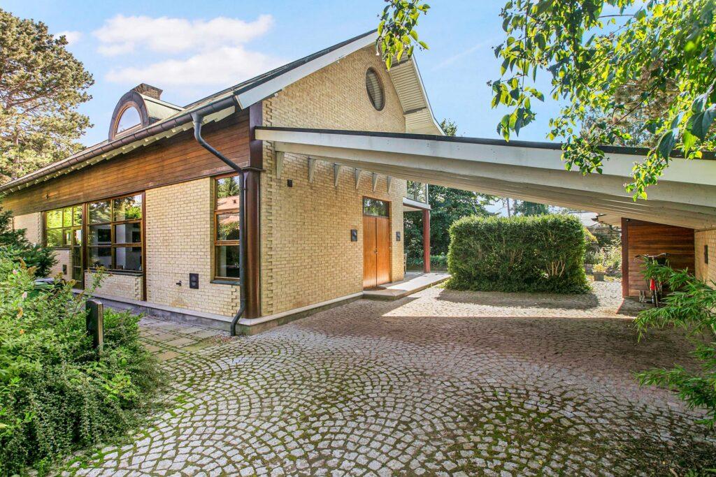 Postmoderne villa Solrød Strand, Arkitekt Tage Lyneborg