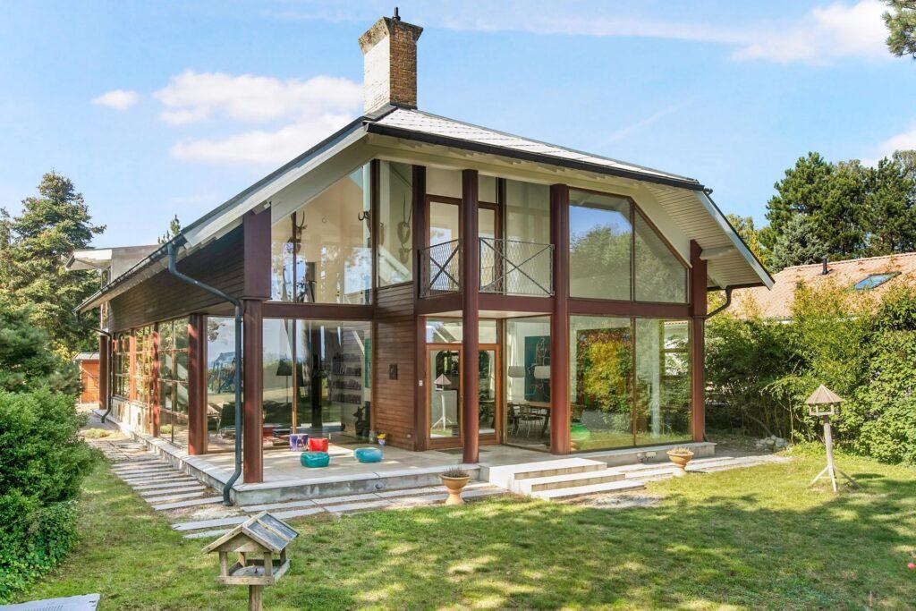 Postmoderne villa tegnet af arkitekt Tage Lyneborg