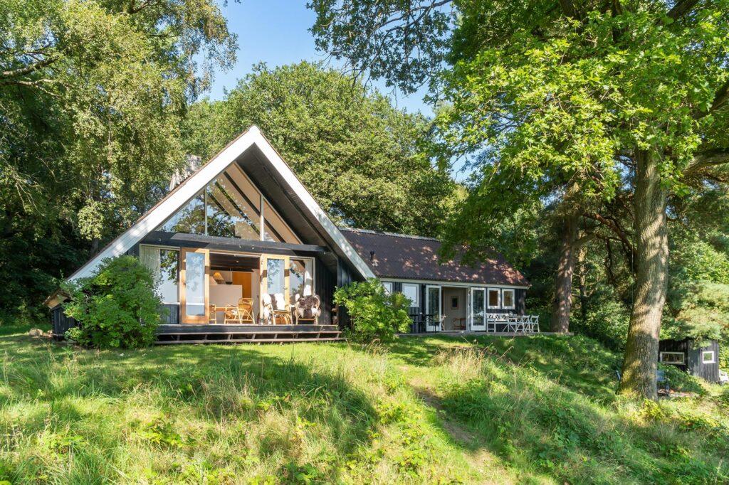 Arkitekttegnet sommerhus ved Mossø